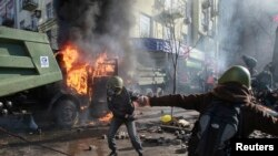 ພວກປະທ້ວງ ແລະຕຳຫຼວດ ປະທະກັນ ທີ່ກຸງ Kyiv