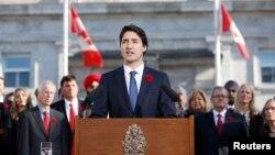 PM baru Kanada, Justin Trudeau, berbicara di hadapan publik di Rideau Hall, Ottawa, setelah upacara sumpah jabatan hari Rabu (4/11).