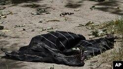 7月27日在坎大哈市长办公室发现的穆斯林头巾疑属于自杀炸弹杀手