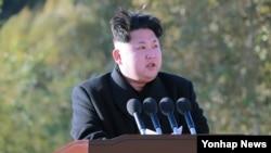 북한 김정은 국방위원회 제1위원장이 지난 3일 백두산영웅청년발전소 준공식에 참석해 발언하고 있다. (자료사진)