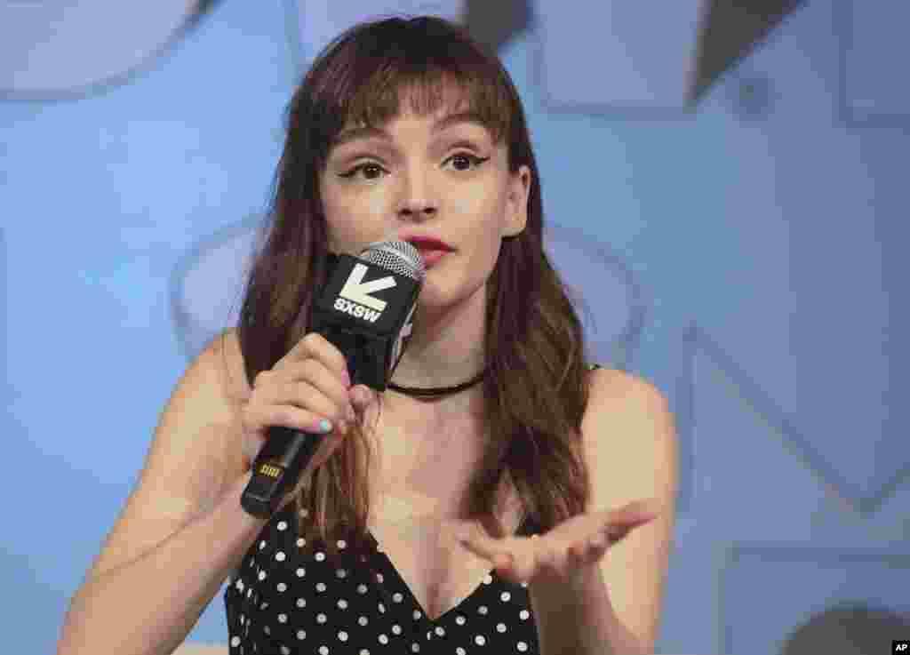 لورن میبری ۳۱ ساله خواننده اسکاتلندی در فستیوال موسیقی «جنوب از جنوب غربی» که در تگزاس آمریکا برگزار می شود.