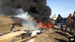 Durante los altercados del jueves, las autoridades también retiraron obstáculos colocados en una autopista.