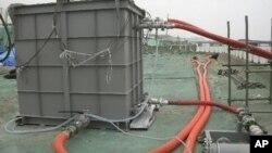 ເຄື່ອງກັ່ນນໍ້າທະເລ ທີ່ໂຮງໄຟຟ້ານີວເຄລຍ Fukushima ຂອງຍີ່ປຸ່ນ ວັນທີ 1 ມິຖຸນາ 2011: