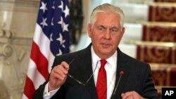 중동 순방에 나선 틸러슨 미국 국무장관이 12일 이집트 카이로에서 가진 기자회견에서 미-북 대화 가능성에 관해 언급했다.