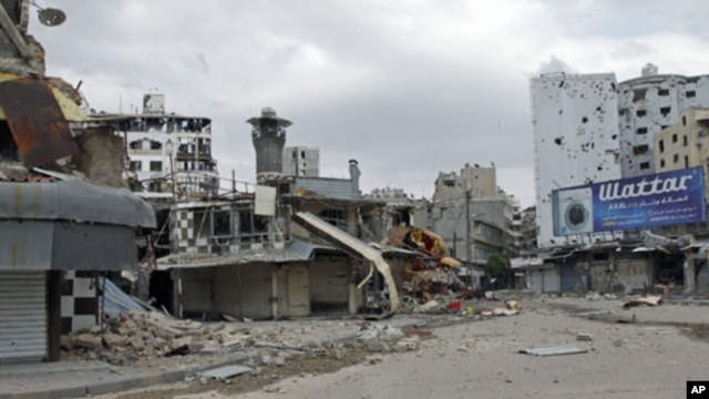 United Nations' observers visit the al-Khaldia neighborhood to view damage, in Homs, Syria, May 3, 2012.