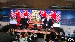 El presidente Donald Trump y el líder de Corea del Norte, Kim Jong Un ser reunieron por primera vez en Singapur en junio del pasado año.