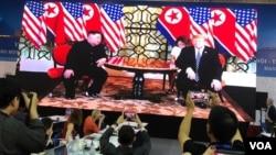 美国总统特朗普和朝鲜领导人金正恩在河内开始峰会第二天会谈。