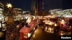 Suasana Pasar Natal di Breitscheid Square, Berlin, Jerman setelah dibuka kembali, 22 Desember 2016 (Foto: dok).