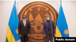 Perezida Paul Kagame yakira ministiri w'ububanyi n'amahanga wa Zambiya Joseph Malanji. Ifoto ya Lusaka Times