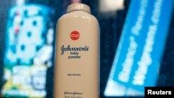 La compañía Johnson & Johnson está siendo demandada por sus polvos para bebés que pudieran estar relacionados con el cáncer de ovario en las mujeres.