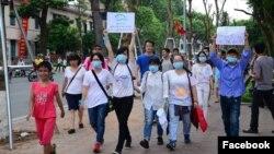 Người biểu tình Việt Nam xuống đường ở Hà Nội.