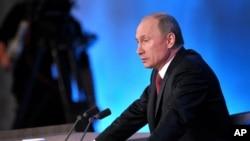 Ruski predsednik Vladimir Putin treba da potpiše zakon kojim se zabranjuje Amerikancima da usvoje rusku decu
