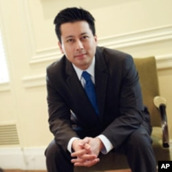 Author Kenji Yoshino