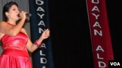 Dayán Aldana durante su espectáculo anual en el Teatro Multicultural de Washington.