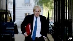 英国外交大臣约翰逊抵达伦敦唐宁街10号参加内阁会议。(2018年5月1日)