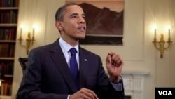 Presiden Obama menyampaikan pidato mingguan mengenai ekonomi dan penciptaan lapangan kerja (13/8).