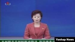 2일 북한이 영변의 5MW급 흑연감속로를 정비해 재가동할 것이라는 내용의 대변인 발표를 보도하는 조선중앙TV.