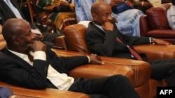 Alpha Condé et Cellou Dalein Diallo lors d'une rencontre à Conakry, le 6 novembre 2010