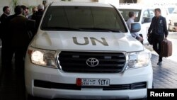 UN vehicle carrying chemical weapons investigation team arrives in Damascus, Syria, Sept. 25, 2013.