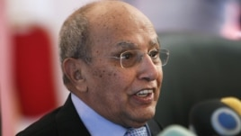 Head of the preparatory committee for Yemen's National Dialogue Conference, Abdul-Kareem al-Eriani addresses a news conference in Sanaa November 17, 2012.