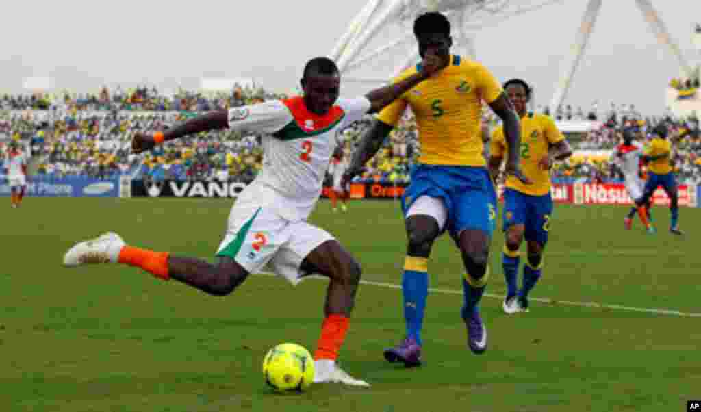 Niger's Maazou shoots past Gabon's Remy during their African Cup of Nations soccer match in Libreville
