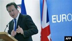 Thủ tướng Anh David Cameron phát biểu trong 1 cuộc họp báo tại hội nghị thượng đỉnh EU ở Bruxelles, Bỉ, 23/10/2011