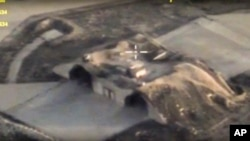 俄罗斯国防部网站发布的图像显示美国导弹袭击后叙利亚空军基地的飞机掩体。