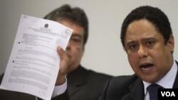 Menteri Olahraga Orlando Silva yang harus mengundurkan diri karena tuduhan korupsi, membela dirinya di hadapan sebuah komisi parlemen Brazil (18/10).