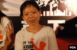 民陣召集人孔令瑜表示,數以十萬港人冒著風雨參加7-1大遊行,反映港人憤怒的聲音(美國之音湯惠芸)