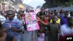 Những người ủng hộ ứng cử viên tổng thống Michel Martelly biểu tình chống cuộc tổng tuyển cử ở Port-au-Prince, Haiti, 28/11/2010