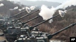 Artilharia sul-coreana abrindo fogo
