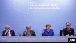 Dari kiri: Perwakilan Khusus dan Kepala Misi Dukungan PBB di Libya (UNSMIL) Ghassan Salame, Sekretaris Jenderal Perserikatan Bangsa-Bangsa (PBB) Antonio Guterres, Kanselir Jerman Angela Merkel dan Menteri Luar Negeri Jerman Heiko Maas. (Foto: dok).
