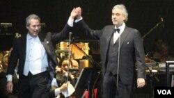 Andrea Bocelli y Renne Fleming darán concierto a beneficiencia de la investigación del cancer pancréatico.