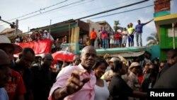 Prezidan Ayisyen an Jovenel Moise akonpaye ak madanm li Martine Moise nan vil Jakmèl, 19 fevriye 2017. (Foto: REUTERS/Andres Martinez Casares)