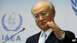 Kepala IAEA Yukiya Amano memberikan keterangan kepada media di markas IAEA di Wina, Austria (foto: dok).
