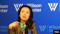 美国智库布鲁金斯学会韩国研究主任朴正铉(音,Jung H. Pak)星期三在华盛顿智库威尔逊学者中心,讨论对朝新政策。 (美国之音斯洋拍摄)