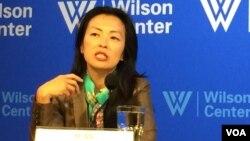 美國智庫布魯金斯學會韓國研究主任朴正鉉(音,Jung H. Pak)星期三在華盛頓智庫威爾遜學者中心,討論對朝新政策。(美國之音斯洋拍攝)