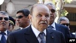 Le président algérien Abdelaziz Bouteflika lors d'une cérémonie de commémoration à Alger, le 8 mai 2012.