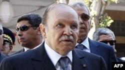 Le président algérien Abdelaziz Bouteflika lors d'une cérémonie de commémoration le 8 mai 2012.