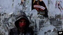 یک معترض بحرینی در جریان تظاهرات خیابانی