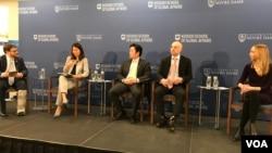 美国圣母大学基欧全球事务学院举办2020台湾选举结果对美国政策影响座谈会,左1为马佳世,左4为金恩(美国之音锺辰芳拍摄)