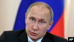 Russian President Vladimir Putin makes a statement for the press, Sept. 3, 2013.