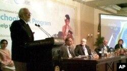 اسلام آباد میں منعقدہ تقریب سے وفاقی وزیر تعلیم خطاب کررہے ہیں