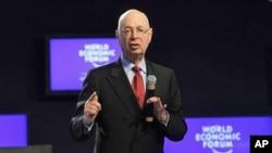 世界经济论坛创始人施瓦布周二在开幕式上讲话