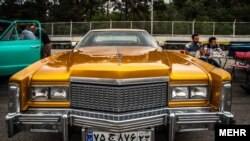 """۱۸ عکس از خودروهای """"کلاسیک"""" آمریکایی و اروپایی در ایران"""