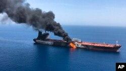 دو نفتکش که از عربستان و امارات حرکت کرده بودند، پنجشنبه صبح هدف حمله قرار گرفتند.