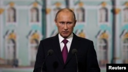 Russian President Vladimir Putin is seen speaking at an economic forum in St. Petersburg June 21, 2013.