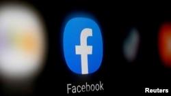 Se muestra un logo de Facebook en un teléfono inteligente en esta ilustración del 6 de enero de 2020.