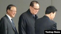 리수용 북한 외무상이 19일 미국 방문을 위해 경유지인 베이징 서우두 국제공항에 도착했다. (자료사진)