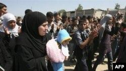Công dân Syria chạy trốn bạo động từ các ngôi làng ở phía tây Syria biểu tình chống Tổng thống al-Assad, ngày 16/5/2011